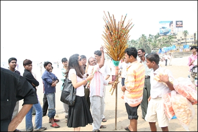 Buying flutes on Juhu Beach
